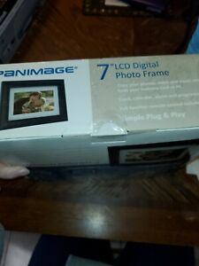 "PANIMAGE Model PI7000W01 7"" LCD Digital Black Picture Frame Plug & Play"