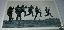 N28 - 6 soldiers do a bayonet charge in 1940  Postcard