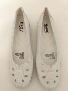 Women's Beacon Ivory Leather Eyelets Flat Loafer Slip On Shoes size 8 NWOB