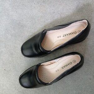 New BNWOT Damart Shoes Size 5 EEE