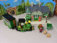 POSTMAN PAT SDS TRAIN STATION AND  TRAIN WITH FIGURE AND 2 TROLLY