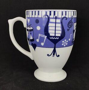 Vintage 1998 Wedgewood Musical Blues Keys and Heart Footed Mug