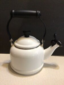Le Creuset White Enamel On Steel 1.25 Quart Whistling Tea Kettle 1.1 L Pot