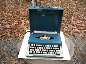 1969 Royal Swinger Typewriter VG Condition With Working AM Radio In The Case Lid