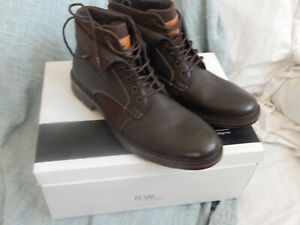 NWT. ROBERT WAYNE JEF MENS BROWN  ANKLE BOOTS, SIZE 10.5M