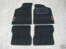 Fußmatten in Schwarz passend für Peugeot 106 + 106 Rallye (Neuer Stil) Logos
