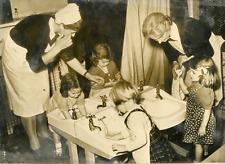 Nursery, Londres, 1948 Vintage silver print Tirage argentique  13x18  Circ