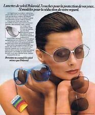 PUBLICITE ADVERTISING 045 1976 POLAROID lunettes de soleil pour femmes