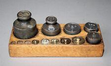 Vieja waagengewichte en el bloque de madera hierro y latón báscula peso # 959