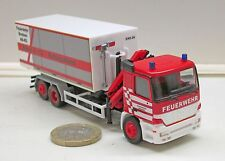 """Herpa 091305: MB Actros M camion Abrollcontainer avec grue """"Pompier Bremen"""""""