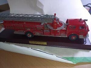 Franklin Mint 1/32 Scale diecast - 1954 R21TF73 America La France Fire engine