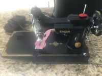 Vintage SINGER 221-1 FEATHERWEIGHT Early1950s SEWING MACHINE + Portable Case.