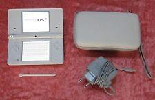 Nintendo DSi Spiele Konsole in Weiß, original Ladekabel und Tasche
