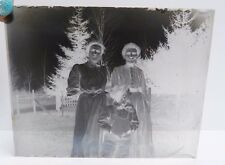 VTG LOT OF 5 GLASS NEGATIVES: FAMILY PICTURES AND COUPLES POSING IN YARD ETC N3
