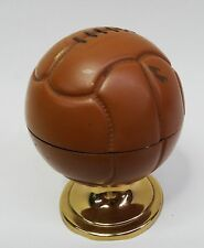 Altes dekoratives Tischfeuerzeug Fussball Benzin Feuerzeug Leder Ball Motiv 50er