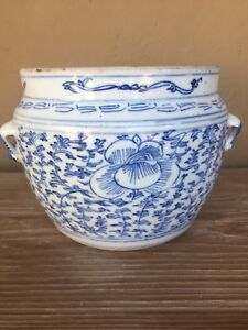 18th Century Chinese pot/jar with sweet pea vine