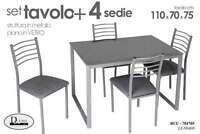 SET TAVOLO 110*70*75 CM + 4 SEDIE STRUTTURA IN METALLO PIANO IN VETRO BUU-704765