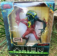 ALIEN RESURRECTION BATTLE SCARRED ALIEN  - Kenner Hasbro