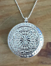 A Beautiful 925 Sterling Silver Large Round Locket Pendant Necklace