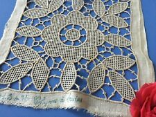 Incrustation ancienne Coton Motif carré Broderie main 1660/ 121 lot L