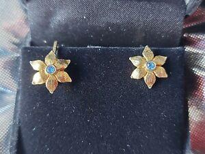 💎VINTAGE SCREW BACK FLOWER EARRINGS SAPPHIRE BLUE STONE IN GOLD TONE FLOWER💎