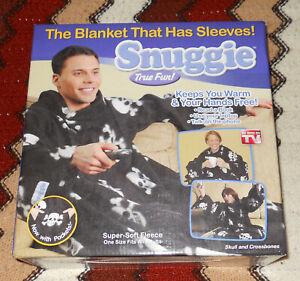 RARE sealed NEW Snuggie skull crossbones black NEVER OPENED NEVER WORN blanket