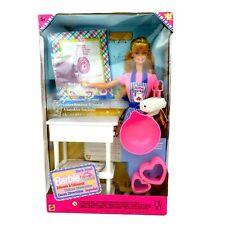 Sweet Treats Muñeca Barbie Chef Nuevo en Caja desgastada