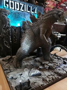 Godzilla Maquette Statue Diorama with light one of a kind Nt Kingkong Predator