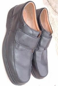 MENS black leather shoe size 11 H (extra wide) (EU45)   CLARKS