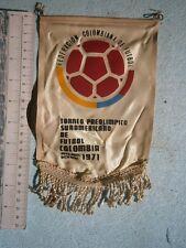 1971 FEDERACIÓN COLOMBIANA FÚTBOL COLOMBIA FOOTBALL FLAG PENNANT OLYMPIC GAMES