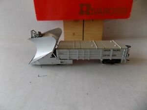 SNOW PLOW FOR UNION PACIFIC RR.  LIGHTED (BY BATTRIES INCLUDED BY WALTHERS PO
