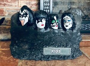 Mt. KISSmore (Convention Exclusive, Hand Painted)