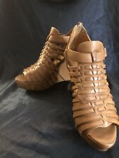Womens VINCE CAMUTO 204941 beige leather strap wedges heels sz. 10 B