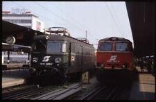 35mm slide ÖBB Österreichische Bundesbahnen1046 008-7+2143 062-4ViennaAustria87o