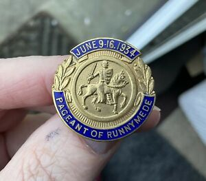 Vintage  pageant of runnymede 1934 Pin badge Surrey England Historical Event