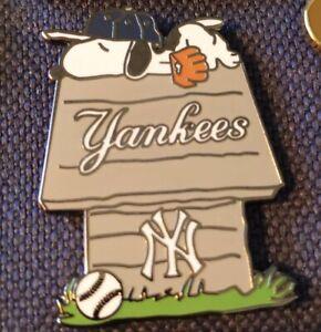 New York Yankees SNOOPY Dog House Pin