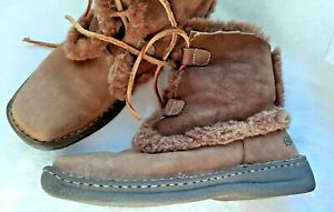"Born Leather & Sheepskin Shearling Lined 8"" Tall Boots US 10 Lace-up"