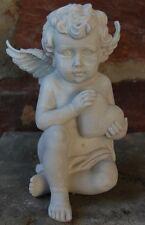 Engel sitzend mit Herz in den Händen antikweiß  Grab Grabschmuck Neu