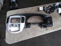 MAZDA TRIBUTE DASH / CLUSTER TRIM & CENTRE & RIGHT AIR CON VENTS 06/06-03/08