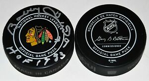 BOBBY HULL signed (CHICAGO BLACKHAWKS) Official NHL hockey game puck W/COA