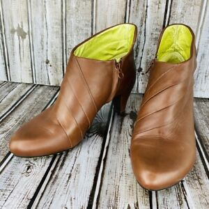 TSUBO Cusus  Brown Leather Size 7 Ankle  Bootie Zip Pleated Heel Boot Shoe