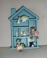 Vintage Enesco Wooden House Wall Hanging Shadow Box w Figurines Nursery Baby 89