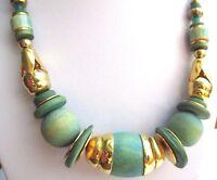 Charmant collier bijou vintage  tout de perles en bois vert et or fermoir Vis P