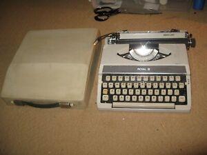 vintage 1970s ROYAL Mercury portable TYPEWRITER w/case