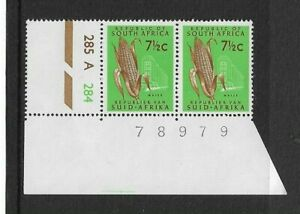 1961 SOUTH AFRICA - MAIZE - CORNER PAIR - UNMOUNTED MINT.