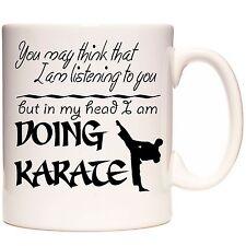 Taza De Karate, puedes pensar que estoy escuchando, pero en mi cabeza que estoy haciendo karate