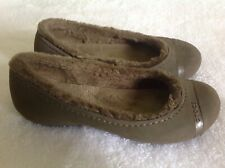 Crocs Mammoth Flats Sz 7 Brown Fuzz Faux Fur Lined Rounded Shoe Comfortable
