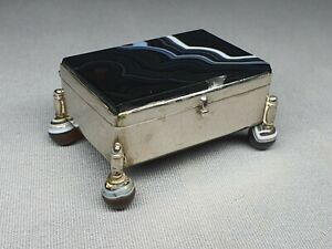 AN ANTIQUE / VINTAGE SILVER & CARVED MONT BLANC AGATE LIDDED TRINKET BOX