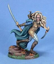 DARK SWORD MINIATURES - DSM7419 Female Wood Elf Warrior