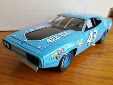 Auto World Plymouth 1971 Road Runner Petty 426 Engine 1:18 Scale Ertl Diecast vt